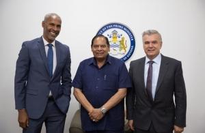 Belize Bank eyes Guyana Last updated Jul 19, 2019 Lyndon Guiseppi, CEO of Caribbean Investment Holdings Limited, PM Moses Nagamootoo and Phillip Osborne, Company Secretary of Caribbean Investment Holdings Limited. (Photo via DPI)